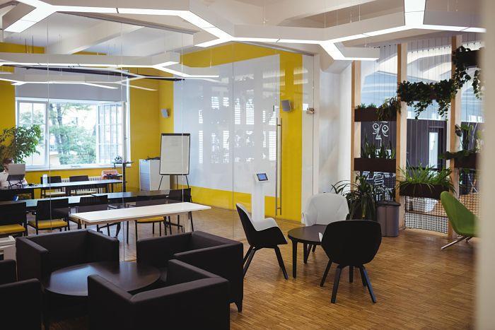 view-modern-office-min_opt